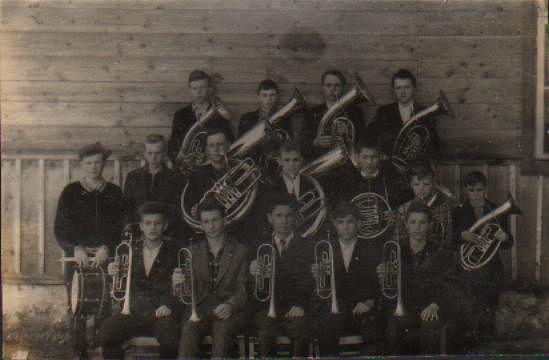 Школьный духовой оркестр 3Qs8D